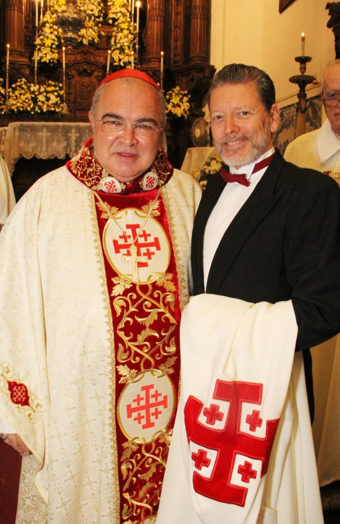 O Arcebispo do Rio de janeiro, cardeal Orani Tempesta, e o novo cavaleiro do santo Sepulcro de Jerusalém, o maranhense de coração Fernando Bicudo