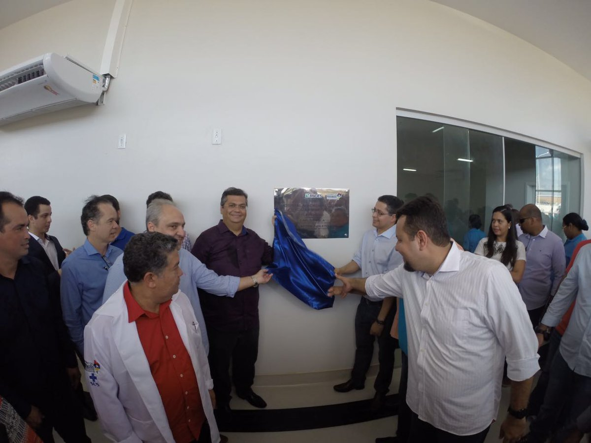 05-Equipe-de-funcionários-durante-inauguração-do-Hospital-Macrorregional-Tomás-Martins-em-Santa-Inês-10